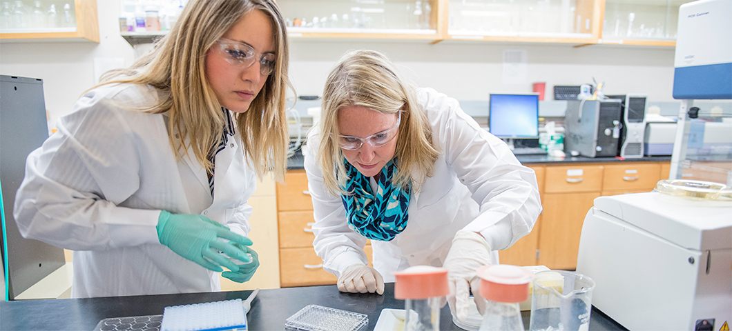 Photo of faculty member and graduate student in the lab.